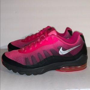 Nike Women's Air Max Invigor Size 8.5